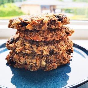 Peanutbutter müsli cookies med blåbær