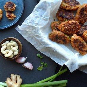 Asiatiske kyllingefrikadeller med cashewnødder